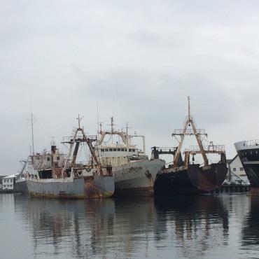 Gamle skip langs elven
